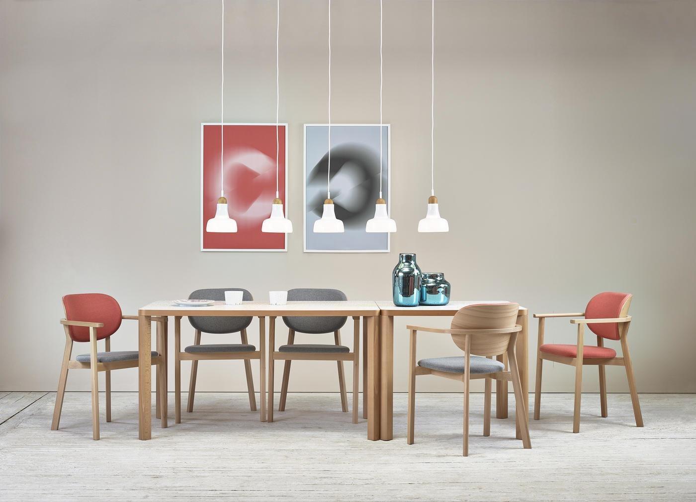 Ghế gỗ plywood bọc nệm vải với lối thiết kế mang đậm phong cách Nhật